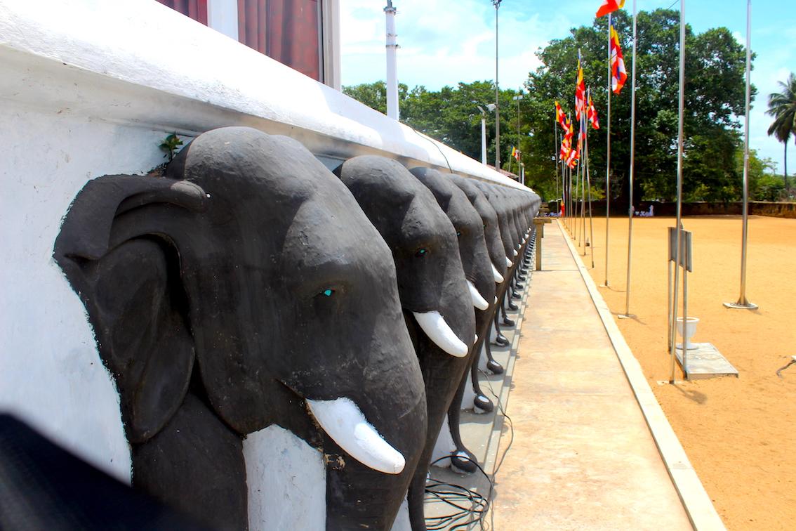 Sri-Lanka-Ruwanweliseya-Dagoba1