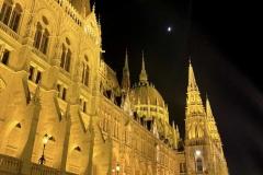 Budapest-Parlamento-lungo-Danubio