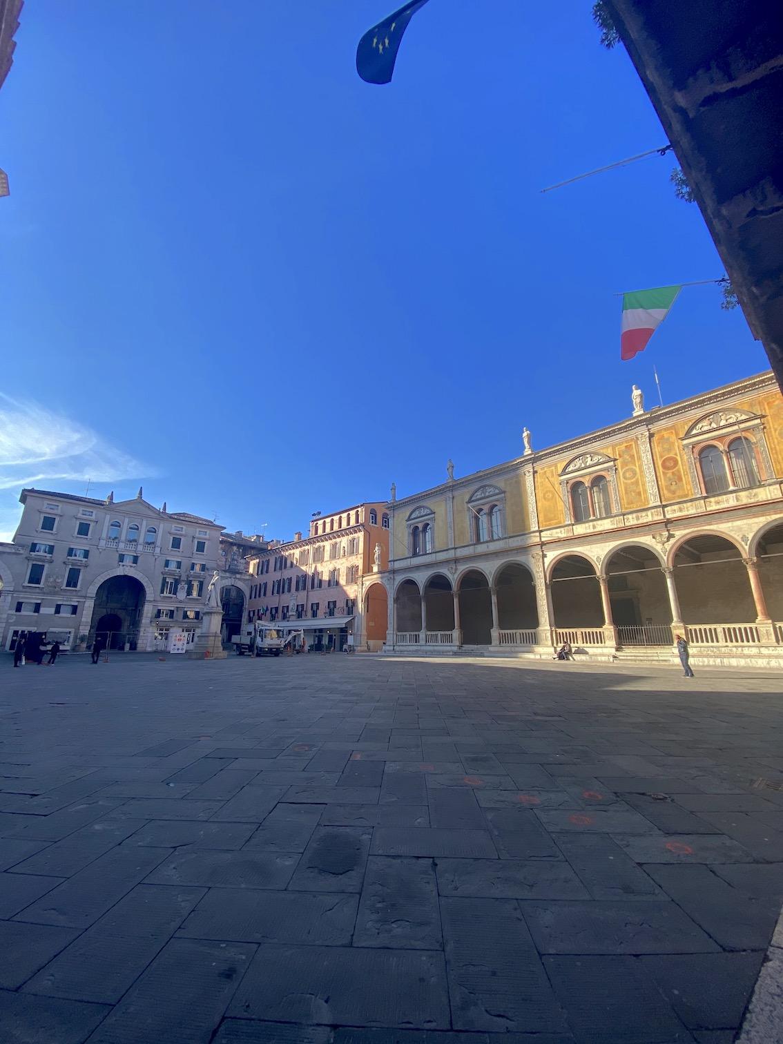 Piazza-dante